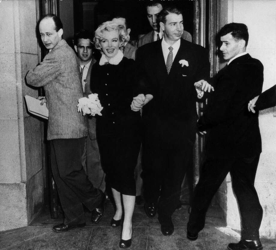 The American actress Marilyn Monroe and her husband Joe DiMaggio leaving the town hall after their wedding. San Francisco, 14th January 1954. Photo: Mondadori Via Getty Images