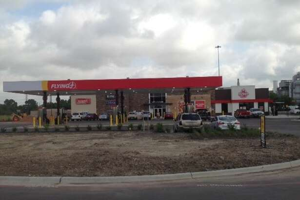 Pilot Flying J has opened a new travel center along Texas 225 in Pasadena. The new center is the company's 66th Flying J travel center in Texas.