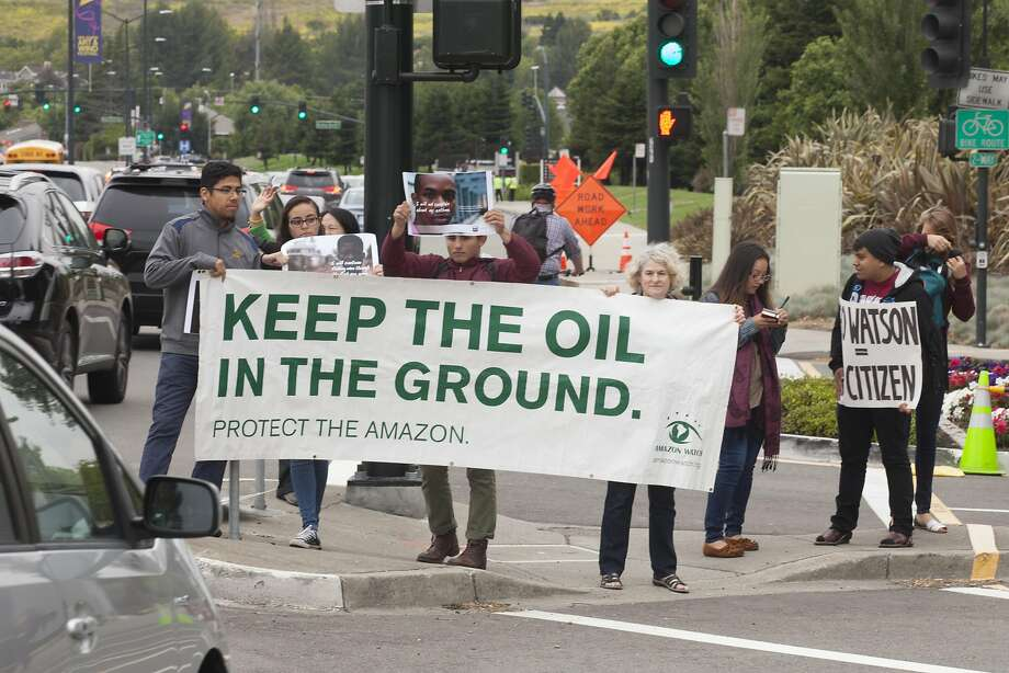 Various environmental groups gathered to protest the annual Chevron shareholders meeting outs side the Chevon headquarters in San Ramon, California, USA 25 May 2016. (Peter DaSilva/Special to The Chronicle) Photo: Peter DaSilva, Special To The Chronicle