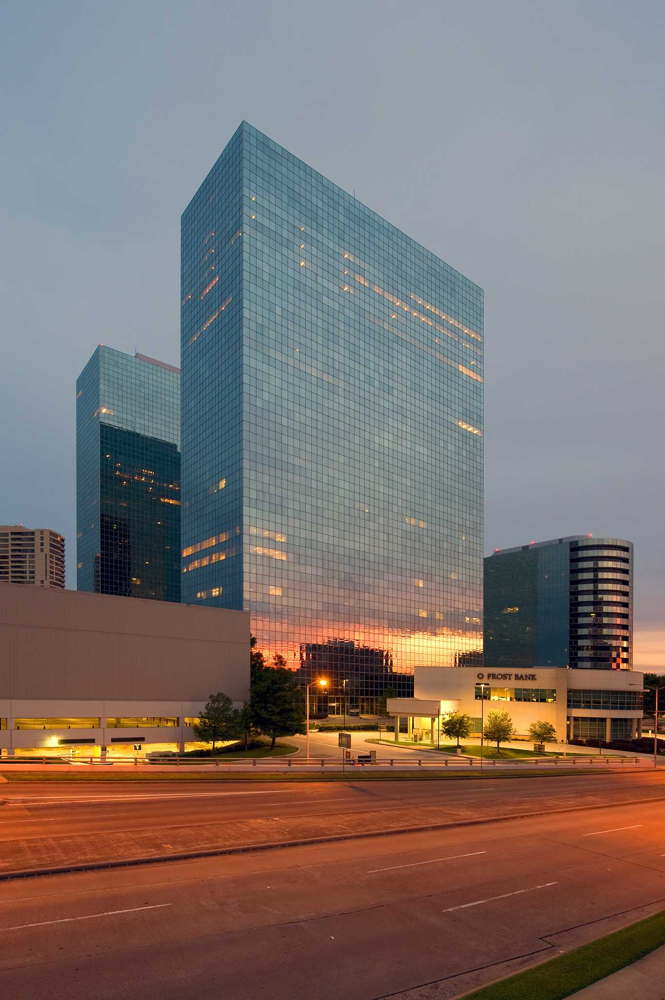 Owner Selling Big Stake In Greenway Plaza Houston Chronicle