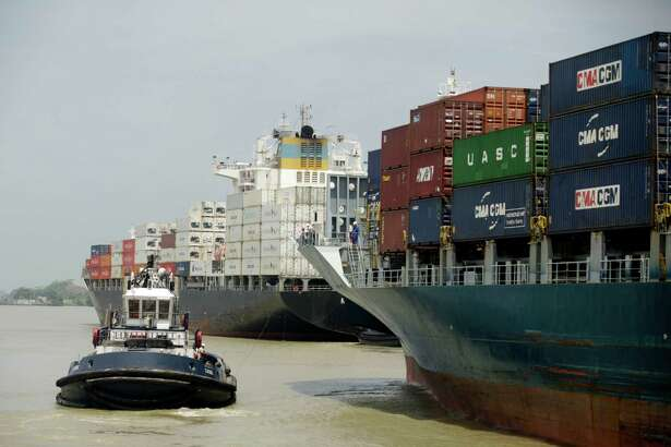 Shipping traffic in the Panama Canal in Panama City in May 2016. The Stamford, Conn.-based cargo ship insurer Navigators Group announced its first-ever dividend on May 26, 2016, 30 years after its initial public offering of stock. (AP Photo/Arnulfo Franco)