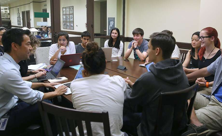The students take part in a discussion of cancer issues. The group has about 25 members with a core of about a dozen. Photo: Liz Hafalia, The Chronicle