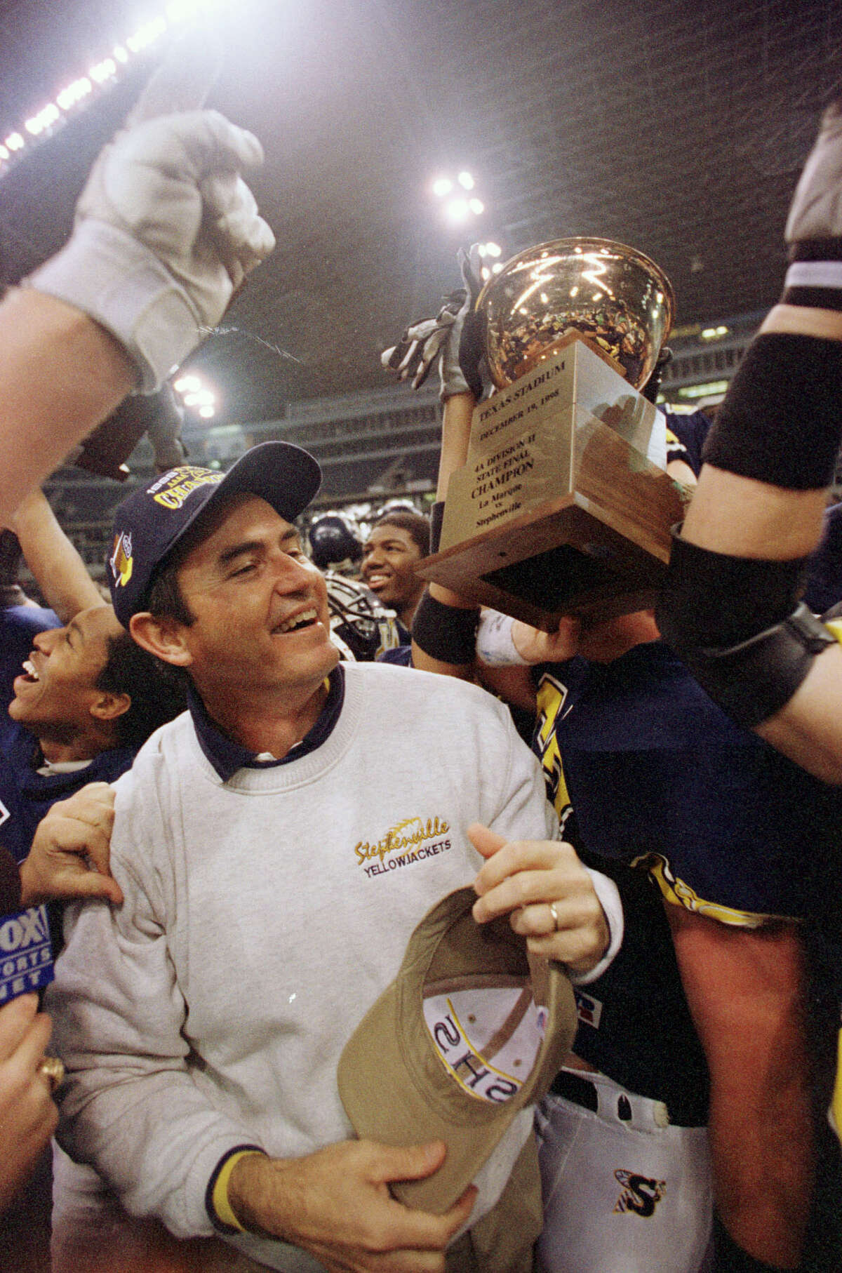 1988-99 Stephenville becomes a Texas high school powerhouse under Art Briles, winning back-to-back Class 4A state titles in 1993-94 and again in 1998-99. The Yellowjackets went 90-2-1 during a remarkable six-year run.