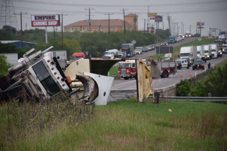 SAPD works a major accident involving an 18 wheeler at westbound IH-10 and Foster Road on Thursday, May 26, 2016. All westbound IH-10 lanes are closed and traffic is being diverted to FM 1516.