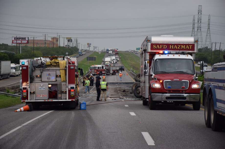 SAPD works a major accident involving an 18 wheeler at westbound IH-10 and Foster Road on Thursday, May 26, 2016. All westbound IH-10 lanes are closed and traffic is being diverted to FM 1516. Photo: Mark D. Wilson/San Antonio Express-News