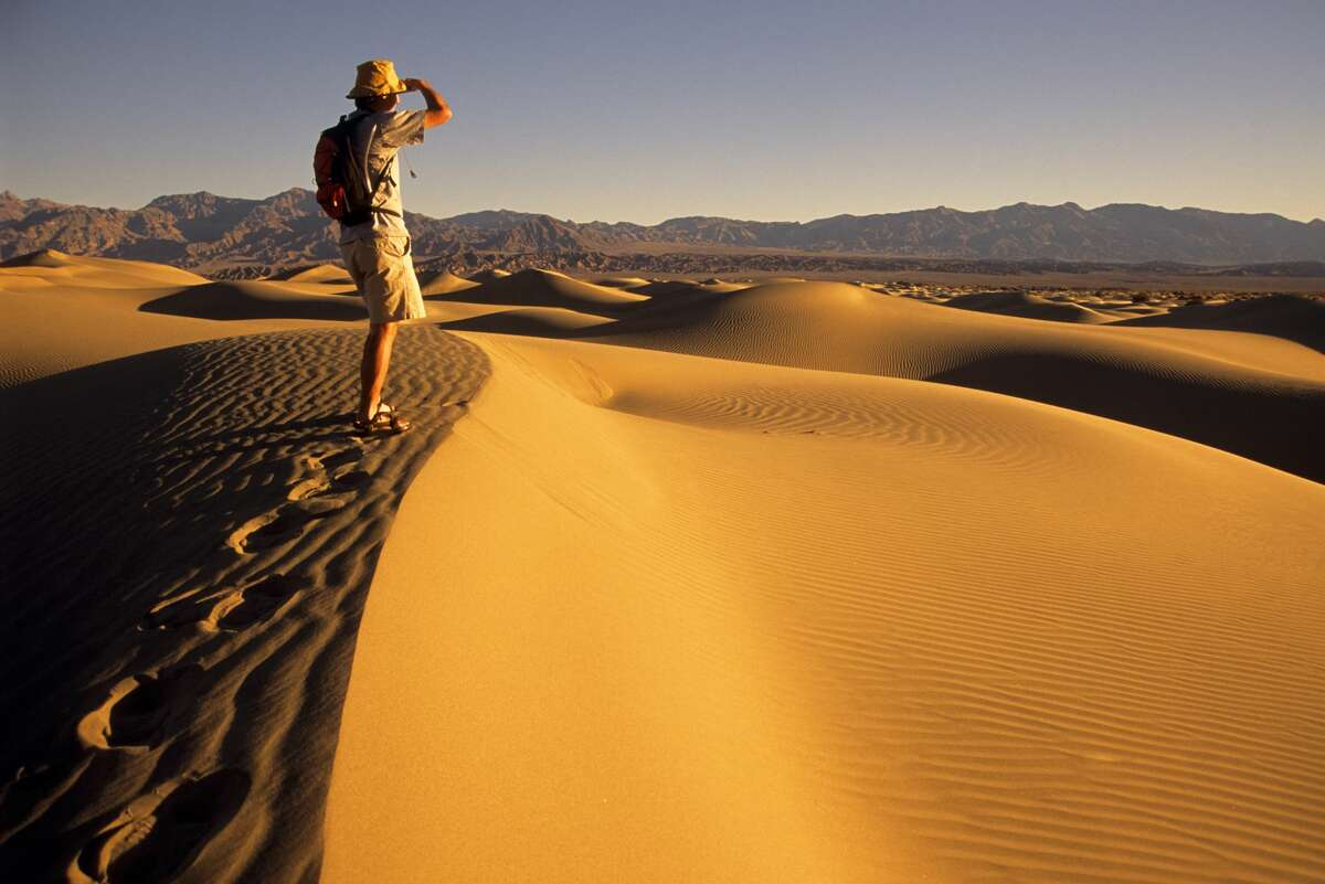 California: Land of natural extremes The highest temperature in North America: Death Valley Death Valley holds the record for the highest temperature (134 degrees) in North America, second only to Libya's world record (136 degrees).
