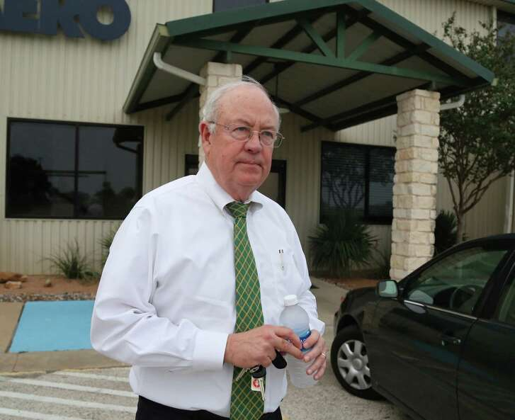 "In this photo taken Wednesday, May, 25, 2016, Baylor President Ken Starr leaves a terminal at  Waco airport in Waco, Texas.  Baylor University's board of regents says it will fire football coach Art Briles and re-assign Starr in response to questions about its handling of sexual assault complaints against players.  The university said in a statement Thursday, May 26, 2016, that it had suspended Briles ""with intent to terminate.""  Starr will leave the position of president on May 31, but the school says he will serve as chancellor. (Rod Aydelotte/Waco Tribune Herald, via AP) MANDATORY CREDIT"
