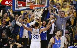 Golden State Warriors� Stephen Curry gets the crowd going in the second quarter during Game 5of the NBA Western Conference Finals at Oracle Arena on Thursday, May 26, 2016 in Oakland, Calif.