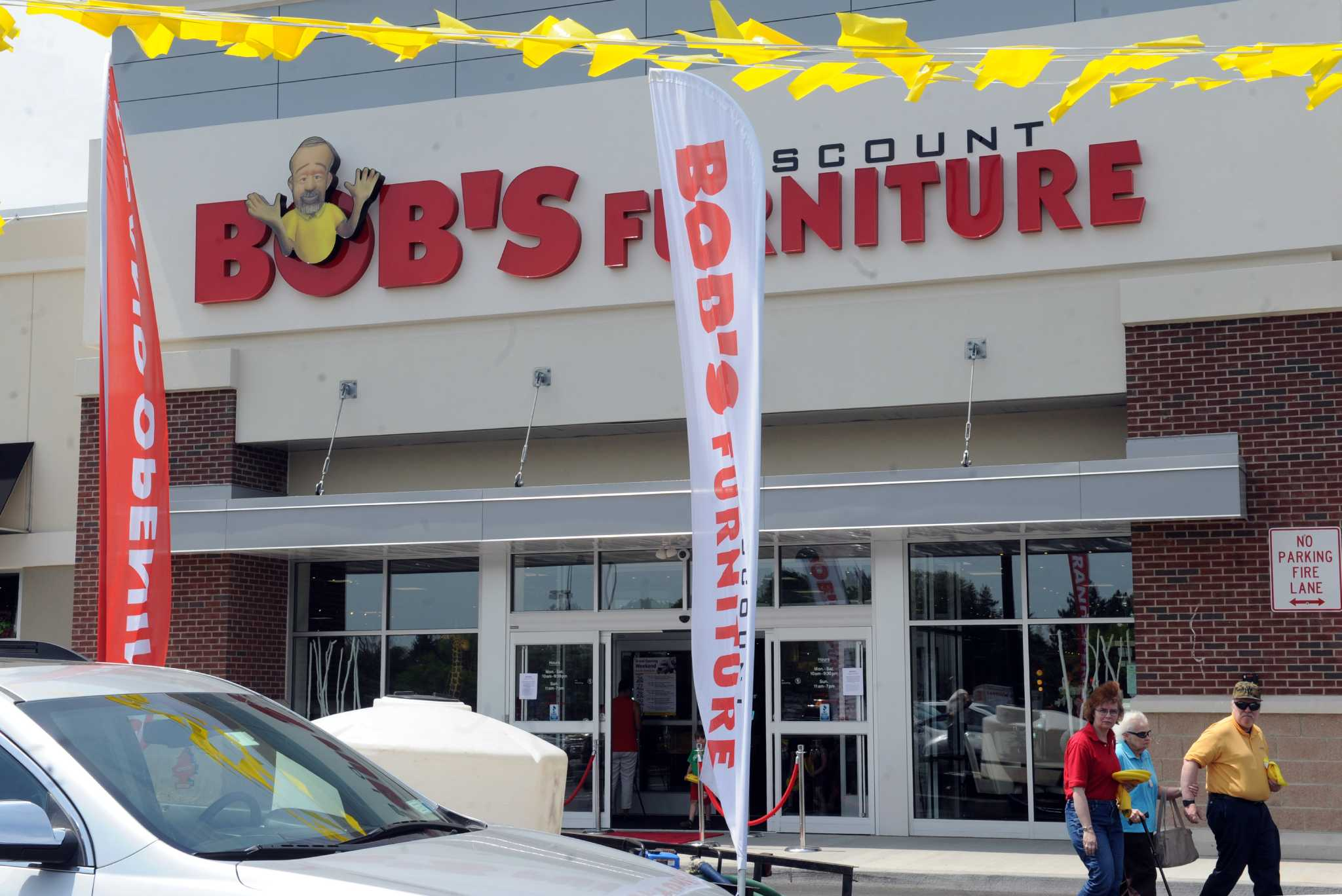 Photos bob 39 s discount furniture opens in latham times union for Discount motors in madison