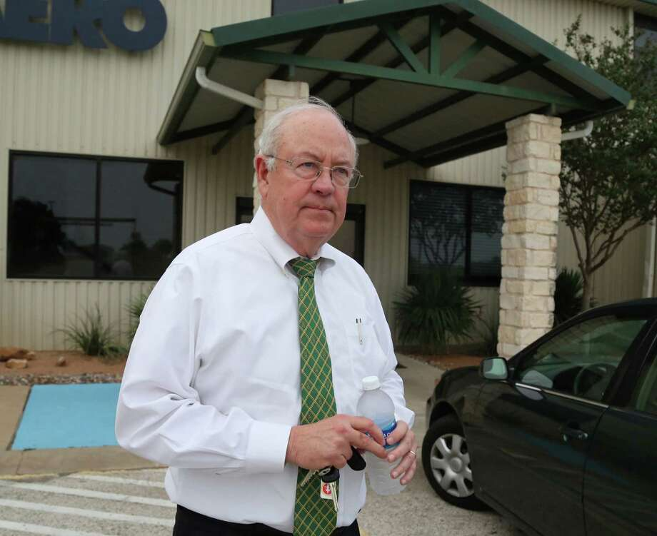 "In this photo taken Wednesday, May, 25, 2016, Baylor President Ken Starr leaves a terminal at  Waco airport in Waco, Texas.  Baylor University's board of regents says it will fire football coach Art Briles and re-assign Starr in response to questions about its handling of sexual assault complaints against players.  The university said in a statement Thursday, May 26, 2016, that it had suspended Briles ""with intent to terminate.""  Starr will leave the position of president on May 31, but the school says he will serve as chancellor. (Rod Aydelotte/Waco Tribune Herald, via AP) MANDATORY CREDIT Photo: Rod Aydelotte, MBO / Waco Tribune Herald"