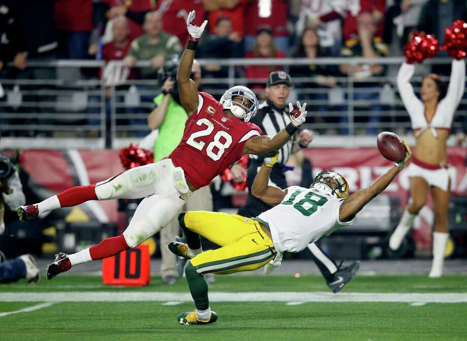 Green Bay Packers wide receiver Randall Cobb (18) makes a one-handed catch but has it called back on a penalty as Arizona Cardinals cornerback Justin Bethel (28) defends during the first half of an NFL divisional playoff football game, Saturday, Jan. 16, 2016, in Glendale, Ariz. Cobb left the game injured after the catch. (AP Photo/Rick Scuteri) Photo: Rick Scuteri, Associated Press / FR157181 AP