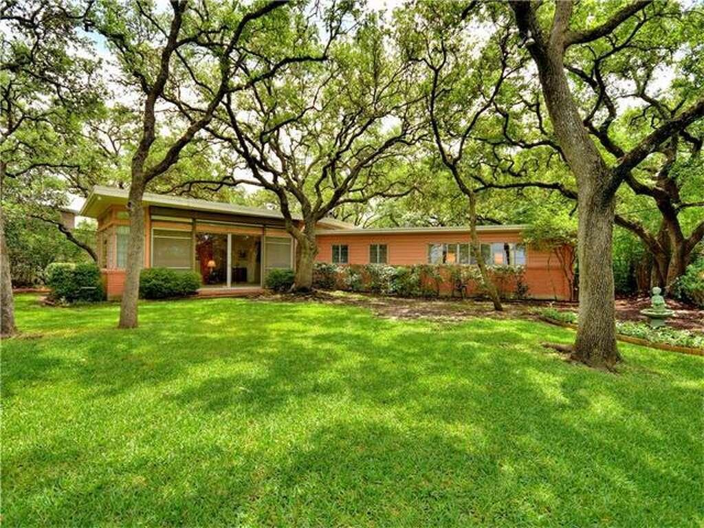 The Austin home at 4602 Ridge Oak has incredible views. Photo: Engel & Völkers Austin
