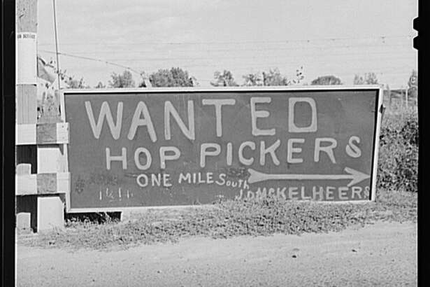 A roadside advertisement posted in Yakima County, Washington. Photographed in September 1941.