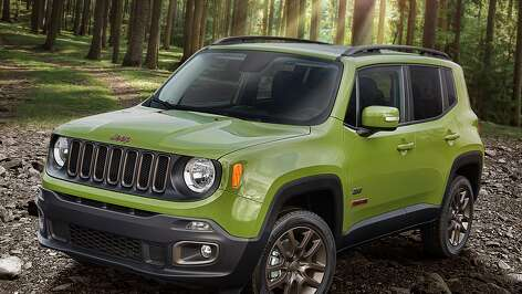 The 2016 Jeep Renegade delivers a unique combination of best-in-class off-road capability, open-air freedom and convenience