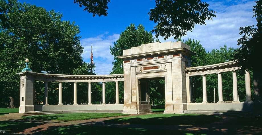 """Oberlin College's Memorial Arch. Some students want all grades below """"C"""" eliminated. Photo: Uschools University Images, Getty Images"""