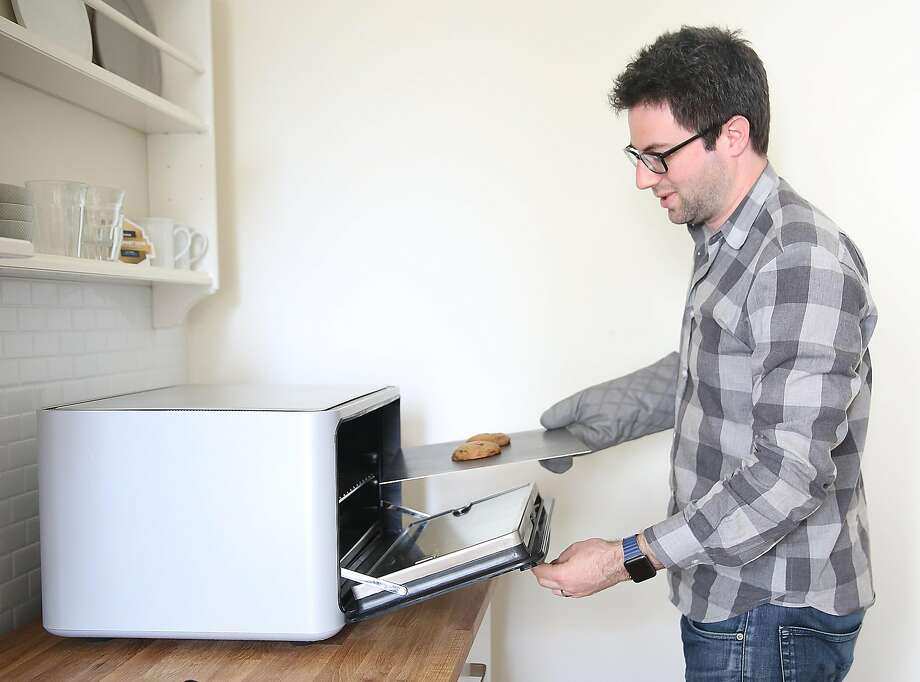 Matt Van Horn makes chocolate-chip cookies in the June Intelligent Oven in S.F. Photo: Liz Hafalia, The Chronicle