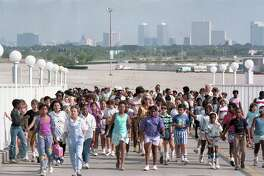 HISD awards students for their perfect attendance and high grades with a free day at AstroWorld, May 22, 1986.