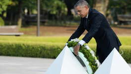President Barack Obama places a wreath in front of the cenotaph at the Hiroshima Peace Memorial Park in Hiroshima, Japan, on Friday, May 27, 2016, nearly 71 years after U.S. forces dropped a devastating nuclear bomb on the city. MUST CREDIT: Bloomberg photo by Akio Kon.