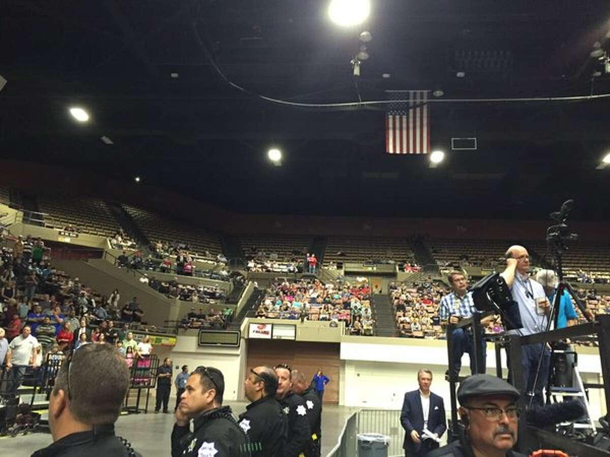 Trump fails to fill venue in Fresno (Joe Garofoli, via Twitter)