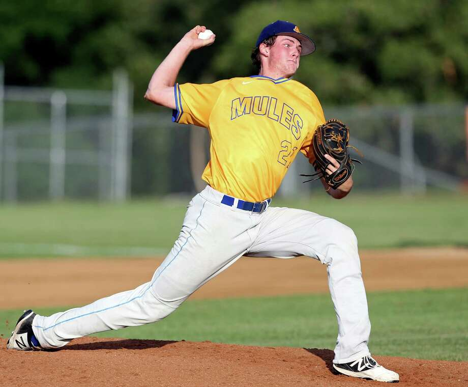 Forrest Whitley throws in the first inning as Alamo Heights beat Calallen 2-1 in game 1 of 5A regional semifinals at Smithson Valley High School on May 27, 2016. Photo: Tom Reel / San Antonio Express-News / 2016 SAN ANTONIO EXPRESS-NEWS