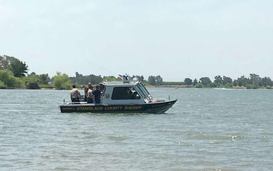 A Stanislaus County Sheriff's patrol boat searches for two missing Oakland teenagers at Woodward Resevoir. Photo: Stanislaus County Sheriff's Office / Stanislaus County Sheriff's Office