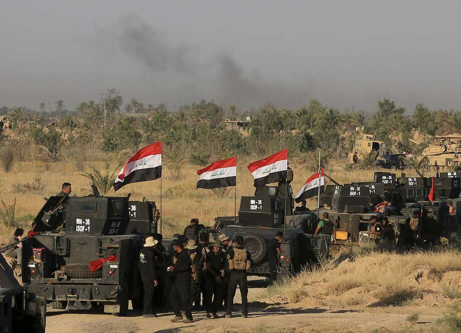 Smoke billows on the horizon as Iraqi forces prepare for the offensive against Fallujah. The predominantly Sunni city is one of the last major Islamic State strongholds in Iraq. Photo: Khalid Mohammed, Associated Press