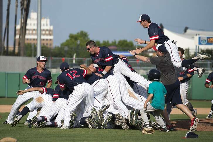 St. Mary's players celebrated their West Coast Conference Tournament on May 28. They open NCAA Tournament play on Friday.