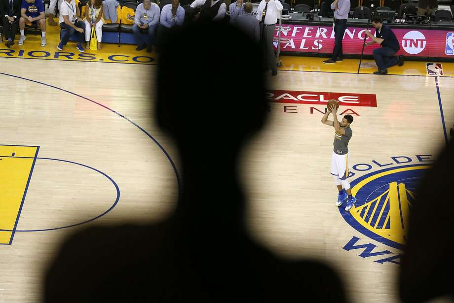 Golden State Warriors' Stephen Curry warms up before playing Oklahoma City Thunder in Game 7 of NBA Playoffs' Western Conference finals at Oracle Arena in Oakland, Calif., on Monday, May 30, 2016. Photo: Scott Strazzante, The Chronicle