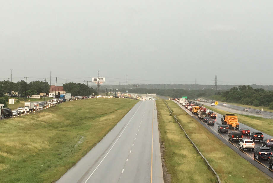 An 18-wheeler crash near Loop 1604 and Redland Road snarled traffic on the North Side Tuesday afternoon. Westbound lanes on Loop 1604 have been closed. Photo: Salvador Guerrero / San Antonio Express-News