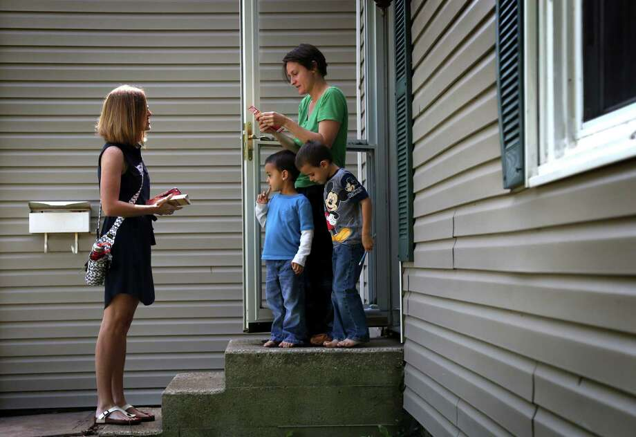Dinah Sykes, left, whose concerns about funding for Kansas public schools led her to run for State Senate, recently canvasses in Kansas City. Photo: CHRISTOPHER SMITH, STR / NYTNS