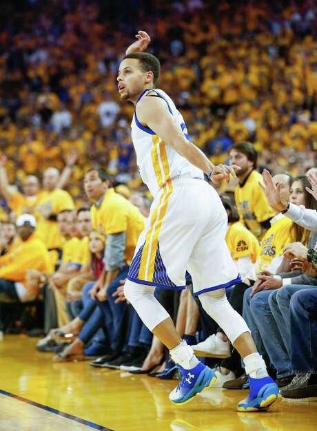 Stephen Curry showed some of his old flair in scoring 36 points in Game 7 against the Thunder. Photo: Scott Strazzante, Staff / online_yes