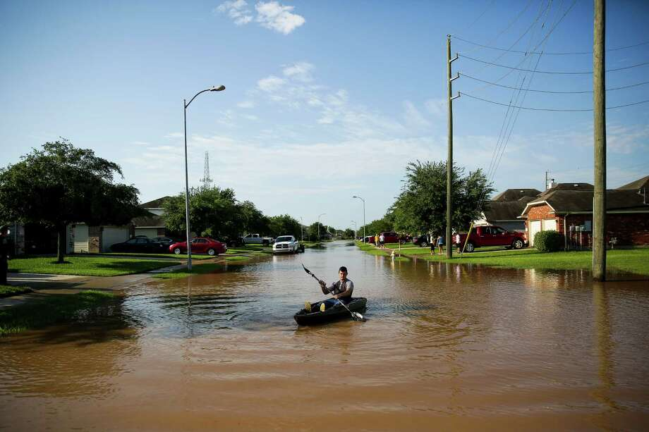 Anthony Perry kayaks down his street in the flooded Rio Vista neighborhood Tuesday in Richmond. Photo: Michael Ciaglo, Staff / © 2016  Houston Chronicle