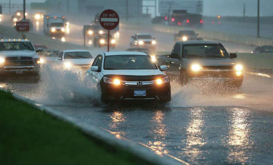 Cars splash through deep water accumulating fast on the access road to Loop 410 at Broadway during a heavy downpour in the area on May 31, 2016. Photo: TOM REEL, STAFF / SAN ANTONIO EXPRESS-NEWS / 2016 SAN ANTONIO EXPRESS-NEWS