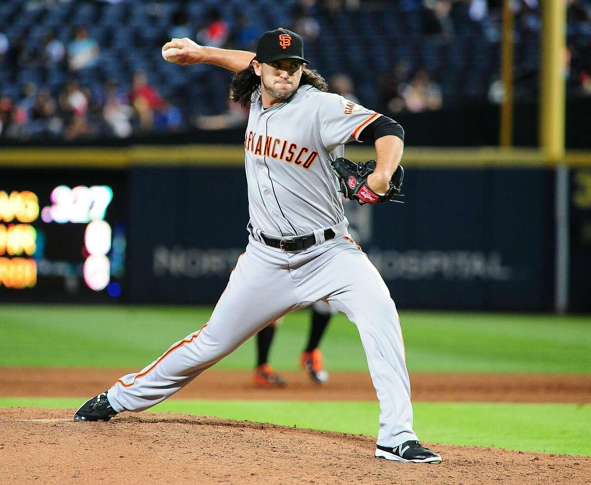 ATLANTA, GA - MAY 31: Cory Gearrin #62 of the San Francisco Giants throws a ninth inning pitch against the Atlanta Braves at Turner Field on May 31, 2016 in Atlanta, Georgia. (Photo by Scott Cunningham/Getty Images)