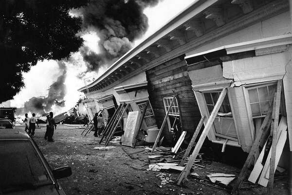 ** FOR USE AS DESIRED WITH EARTHQUAKE ANNIVERSARY STORIES ** In this photo taken Oct. 17, 1989 a three story building collapsed and burned in the Marina district of San Francisco in San Francisco after the Loma Prieta earthquake. Oct. 17, 2009, marks the 20th anniversary of the Loma Prieta earthquake. (AP Photo/San Francisco Chronicle, Vince Maggiora) ** MAGS OUT; NO SALES; MANDATORY CREDIT ** NO SALES MAGS OUT MANDATORY CREDIT