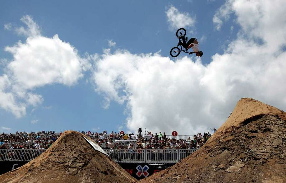 Ben Wallace of Great Britain competes in the BMX Dirt Finals during the X Games Austin at Circuit of the Americas on June 7, 2014. Photo: Ezra Shaw /Getty Images / 2014 Getty Images