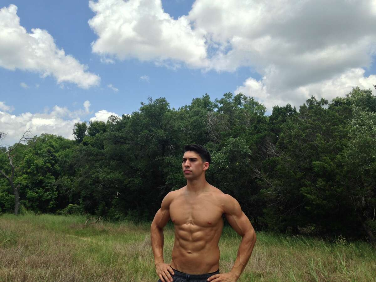 Jonathan Harris Gym: Gold's Gym 1180 Thorpe Lane, San Marcos JonHarrisTraining@gmail.com Specialties: Core conditioning, nutritional coaching Instagram account: @t2inspire
