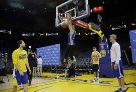 Golden State Warriors' Stephen Curry (30) dunks during NBA basketball practice Wednesday, June 1, 2016, in Oakland, Calif. The Warriors host the Cleveland Cavaliers in Game 1 of the NBA finals on Thursday. (AP Photo/Marcio Jose Sanchez)