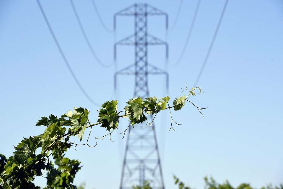 A PG&E overhead power line tower is seen in the the middle of Evangelho Vineyard in Antioch. Starting Wednesday, PG&E will change its rate structure in a way that means that people in places like San Francisco, where electricity usage is modest because air-conditioning is not needed, will pay more for electricity, whereas large users of electricity will see their bills drop. Photo: Michael Short, Special To The Chronicle