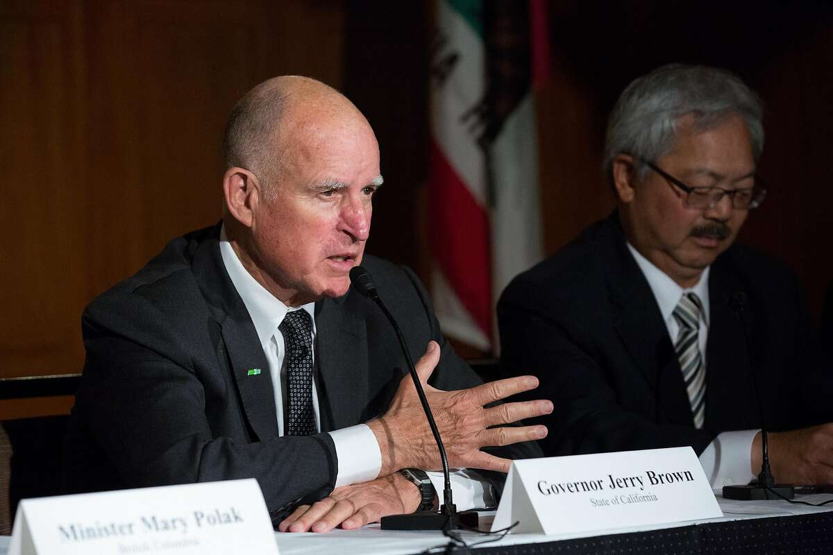 Governor Jerry Brown and Mayor Ed Lee at the signing of the Pacific Coast Collaborative members� commitment to reducing greenhouse gas emissions in San Francisco, Calif. on Wednesday, June 1, 2016.