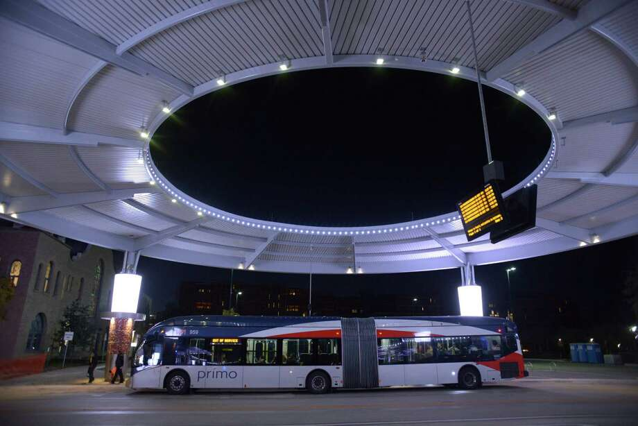 A VIA Primo bus arrives at VIA Centro Plaza, located at West Houston Street and Frio Street. Photo: Billy Calzada /San Antonio Express-News / San Antonio Express-News