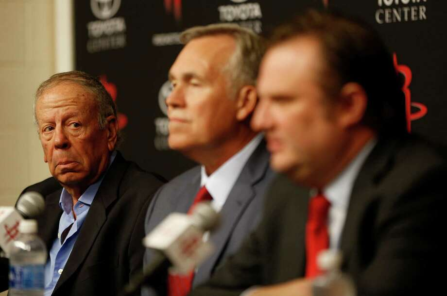 Rockets owner Leslie Alexander, left, and general manager Daryl Morey help welcome new coach Mike D'Antoni, center, to town Wednesday. Photo: Karen Warren, Staff / © 2016 Houston Chronicle