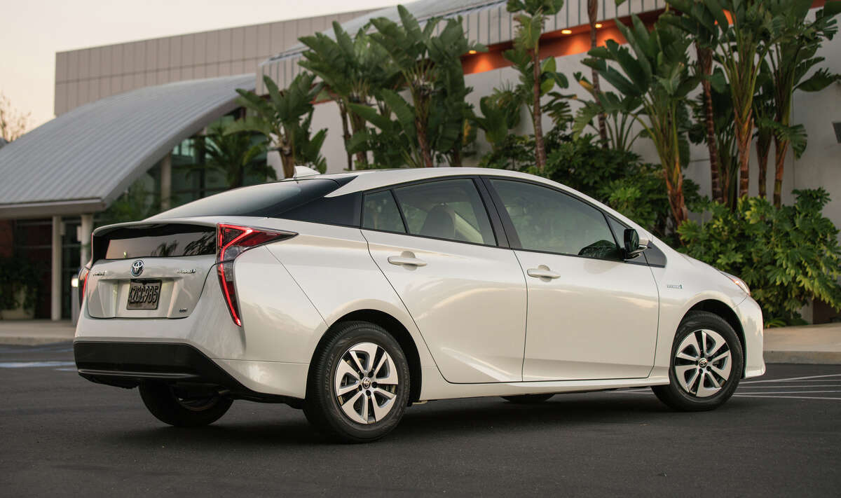 The fourth generation Prius has a new high-strength platform, double-wishbone independent rear suspension and lower center of gravity.