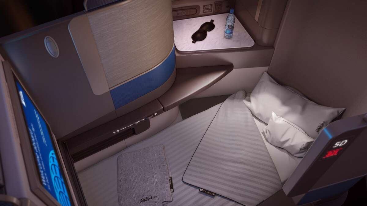 United Airlines announced its United Polaris business class on Thursday. This new business class will enhance sleeping, dining and the pre-boarding experience for international business travelers.