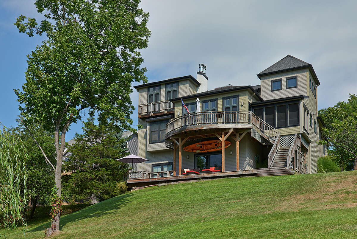 House of the Week: 31 Greensburgh Court, Athens | Realtor: Elizabeth Santander | Discuss: Talk about this house