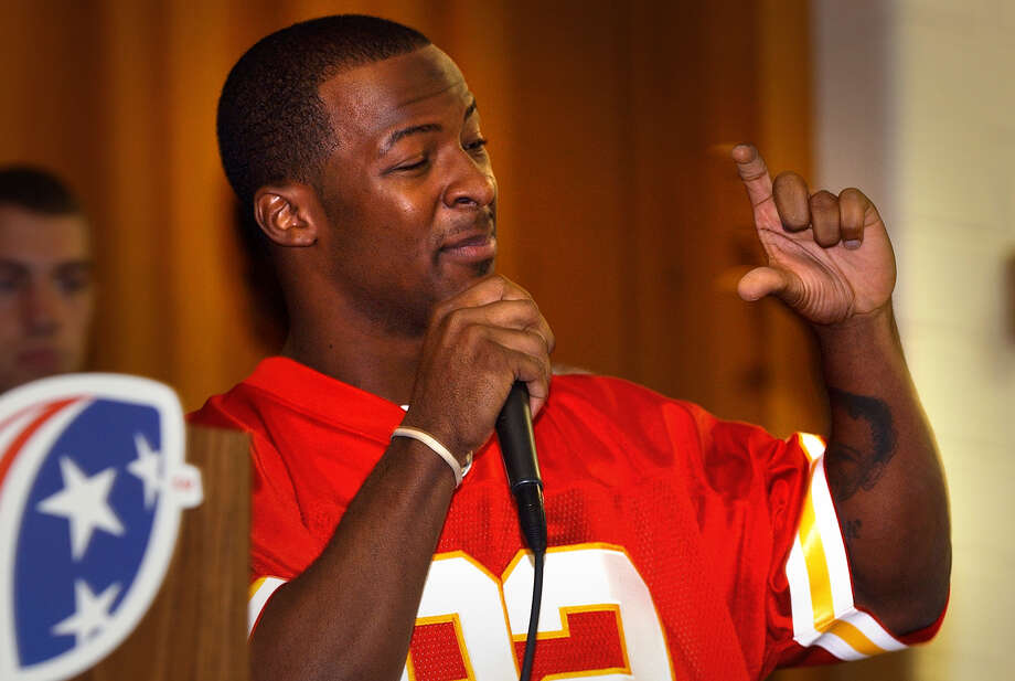 SpKansas City Chiefs star Dante Hall, a grad of Texas A&M, shows students at Martin L. King Academy how thick the play book he has to read, as part of the USA Football Tackle Reading program, Friday, Jan. 14, 2005. photo Bob Owen Photo: BOB OWEN, STAFF / SAN ANTONIO EXPRESS-NEWS