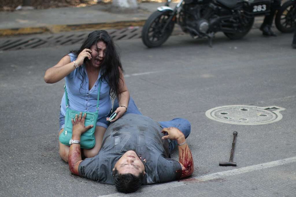 EDITORS NOTE: Graphic content / A woman cries over a relative shot in the tourist area of Acapulco,Guerrero State, Mexico on May 13, 2016. / AFP / PEDRO PARDO        (Photo credit should read PEDRO PARDO/AFP/Getty Images) Photo: AFP/Getty Images