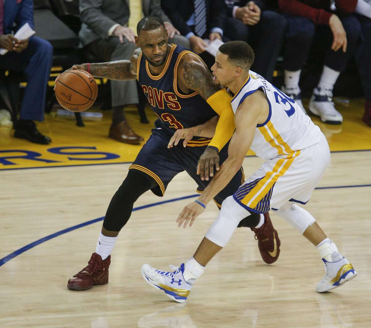 Golden State Warriors' Stephen Curry guards Cleveland Cavaliers' LeBron James in the first quarter during Game 1 of the NBA Finals at Oracle Arena on Thursday, June 2, 2016 in Oakland, Calif.