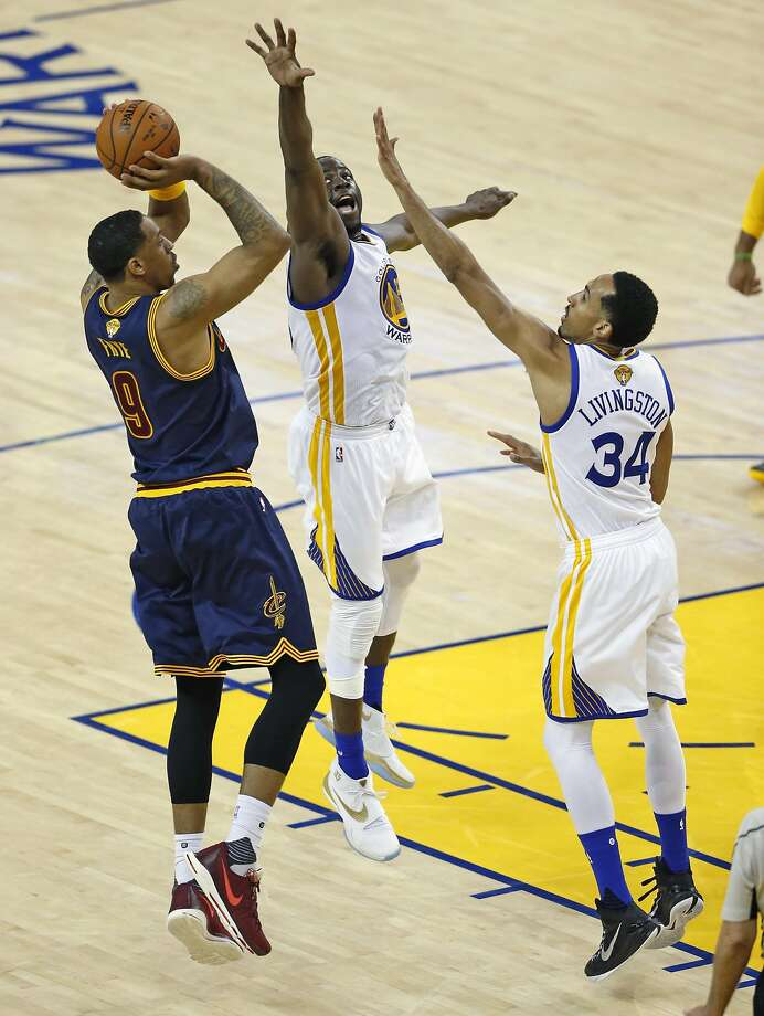 Golden State Warriors' Draymond Green and Shaun Livingston defend against Cleveland Cavaliers' Channing Frye in 4th quarter of Warriors' 104-89 win in Game 1 of NBA Finals at Oracle Arena in Oakland, Calif., on Thursday, June 2, 2016. Photo: Scott Strazzante, The Chronicle