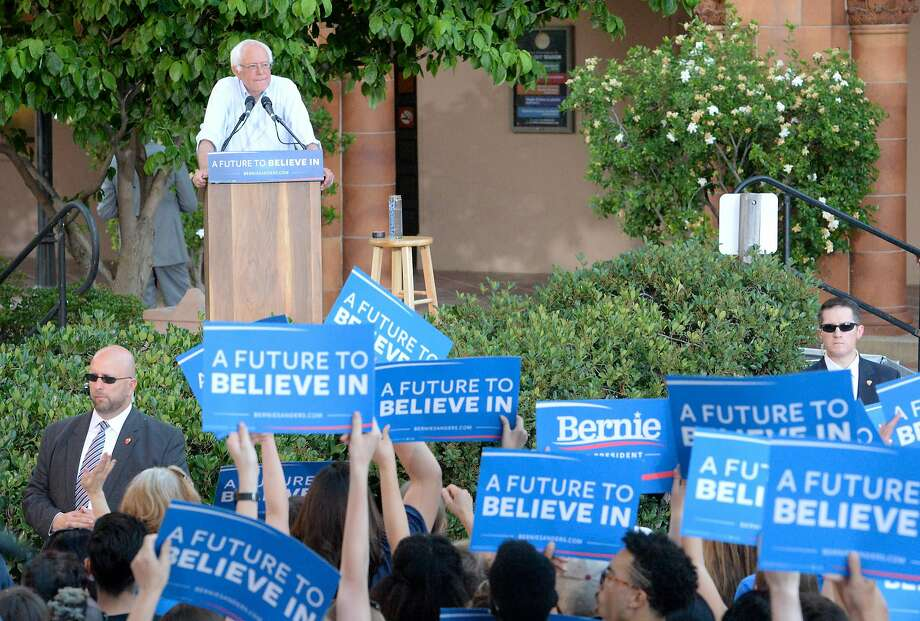 Democratic presidential candidate Bernie Sanders rallies supporters at California State University Chico. Photo: Bill Husa, Associated Press